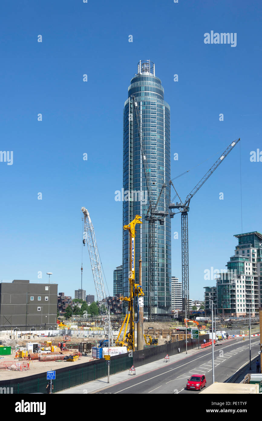 Construction site and St George Wharf Tower (Vauxhall Tower), Vauxhall, London Borough of Lambeth, Greater London, England, United Kingdom - Stock Image