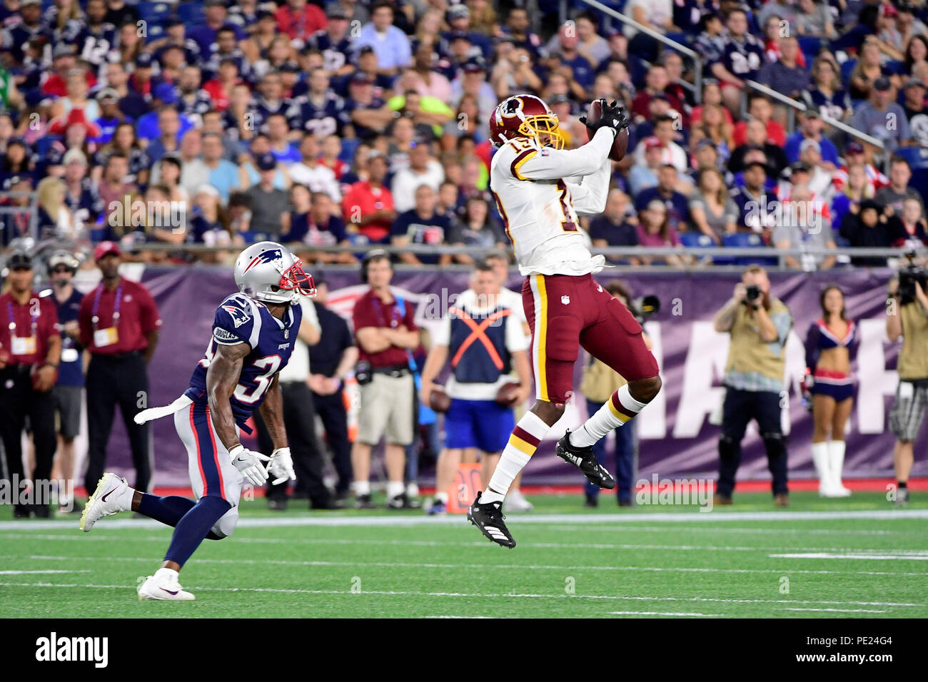 c724e671287 August 9, 2018: Washington Redskins wide receiver Robert Davis (19) catches  the ball during the NFL pre-season football game between the Washington  Redskins ...