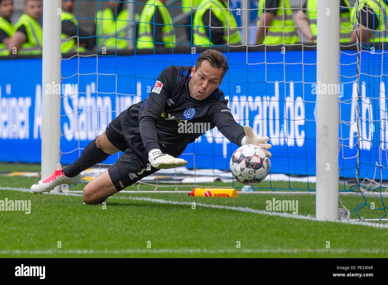 Duisburg, Germany August 11 2018, 2nd league, MSV Duisburg vs VfL Bochum:  Goalkeeper Daniel Davari (MSV) in action beim 0-1.                 Credit: Juergen Schwarz/Alamy Live News - Stock Image