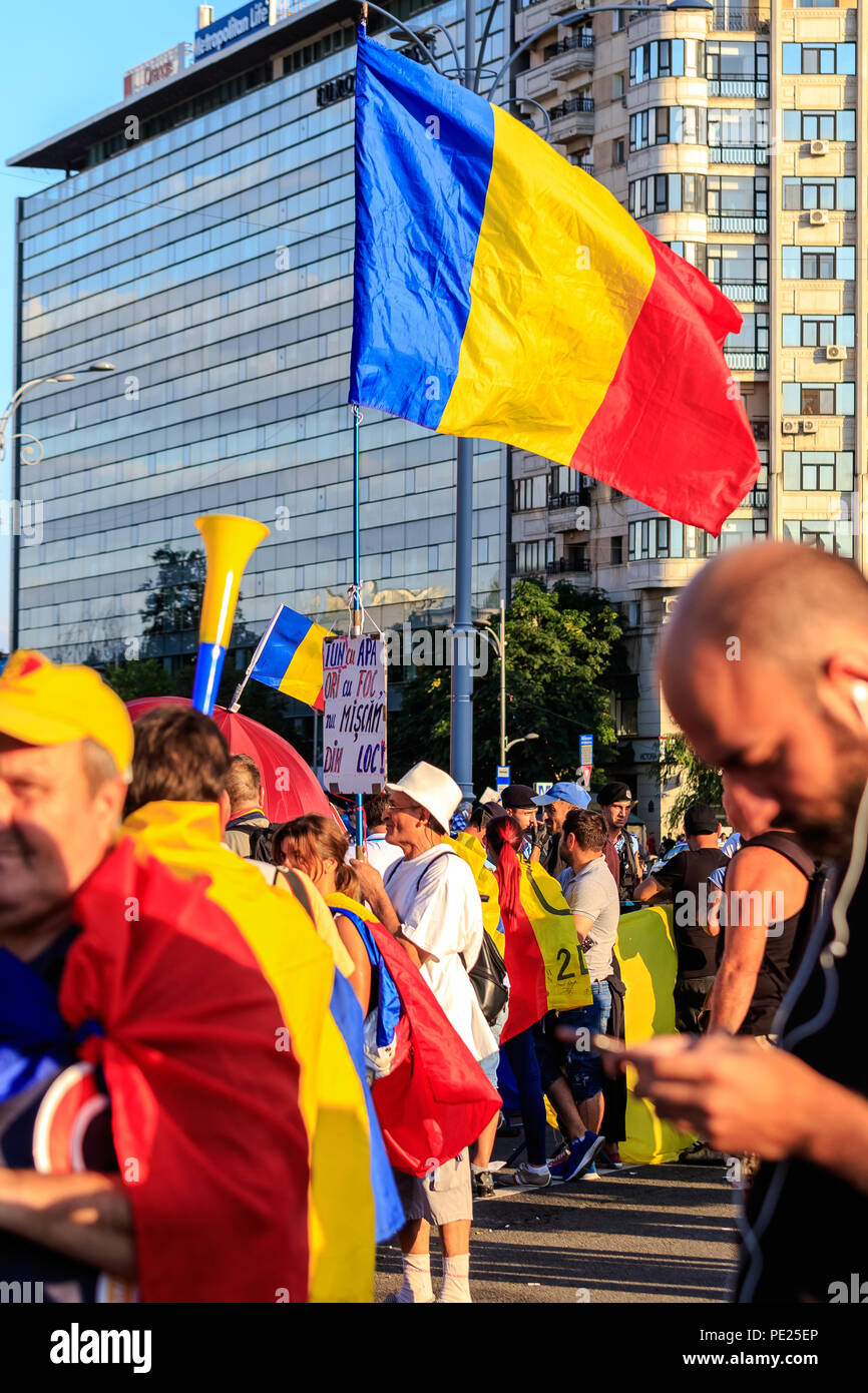 Bucharest, Romania. 11th August 2018. Protests in Bucharest / Romania on August 11 2018 against the corrupt government ruled in majority by the Social Democrat Party. Credit: Marius Eduard Canura/Alamy Live News - Stock Image