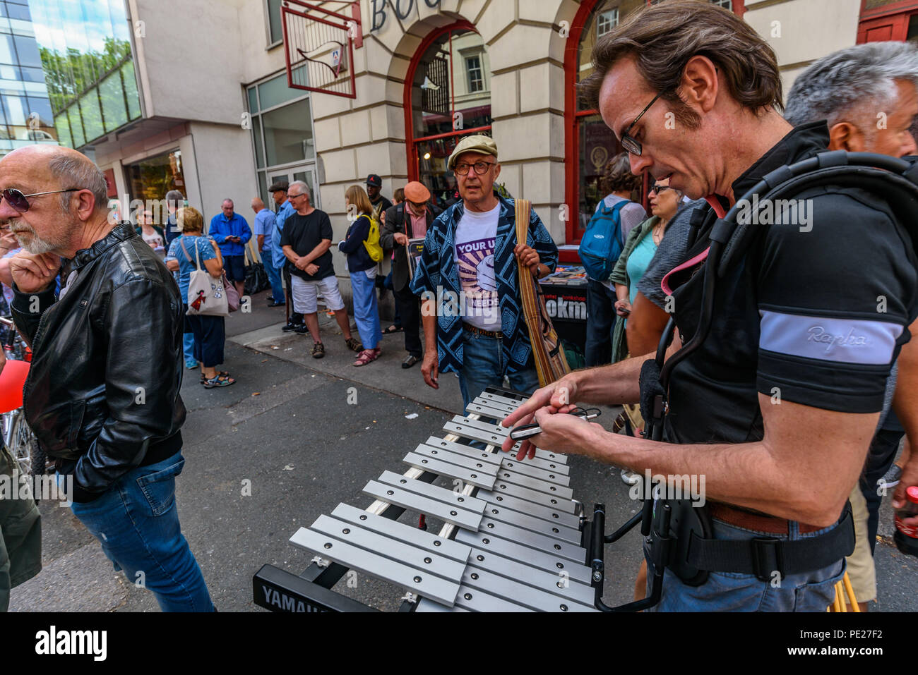 London, UK. 11th August 2018. 11th August 2018. Several hundred people from all parts of the labour movement come to show solidarity and support the Bookmarks socialist bookshop a week after a group of Nazi thugs from 'Make Britain Great Again' invaded the shop in central London, shouting racist slogans and wrecking book displays. Credit: ZUMA Press, Inc./Alamy Live News - Stock Image