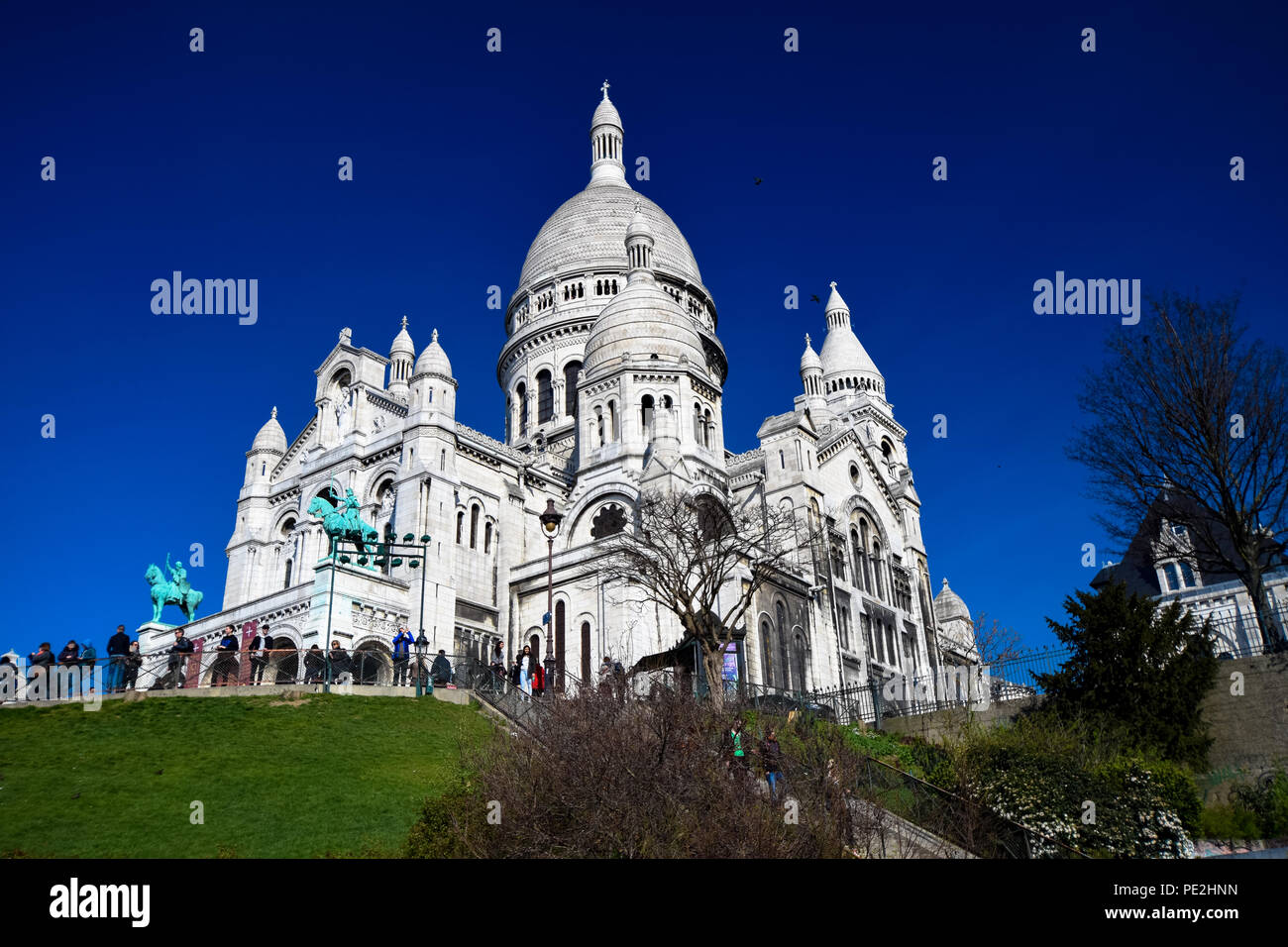 The basilica of Sacre Coeur on Montmartre in Paris, Frances - Stock Image