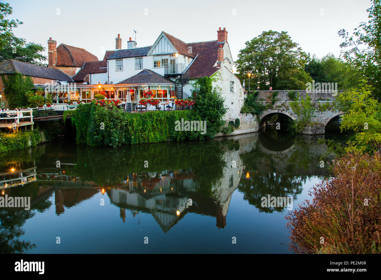 The Nags Head pub on the bridge over Nags head island in the river Thames at Abingdon  on Thames Oxfordshire floodlit  in the evening light - Stock Image