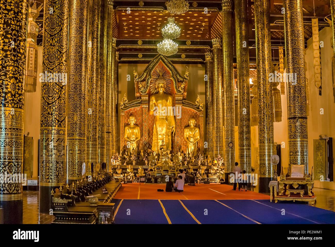 Golden Buddha inside Wat Chedi Luang, Chiang Mai, Northern Thailand | Goldener Buddha im Wat Chedi Luang, Chiang Mai, Nordthailand - Stock Image