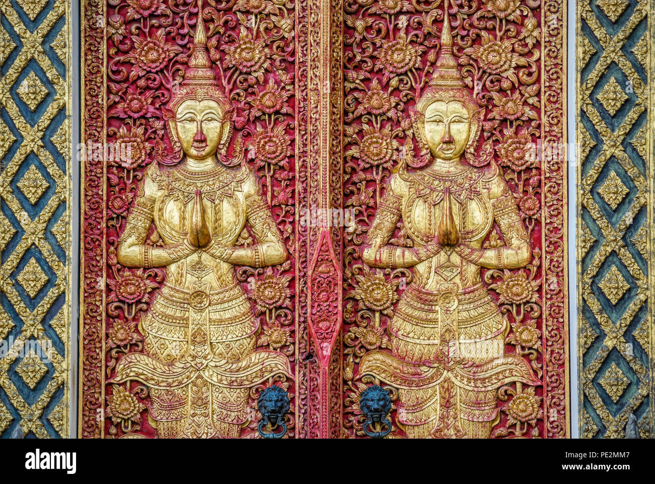 Ubosot artwork detail at Wat Ketkaram Buddhist Temple in Chiang Mai, North Thailand |  Detail von Ubosot Kunsthandwerk am Wat Ketkaram Tempel in Chian - Stock Image
