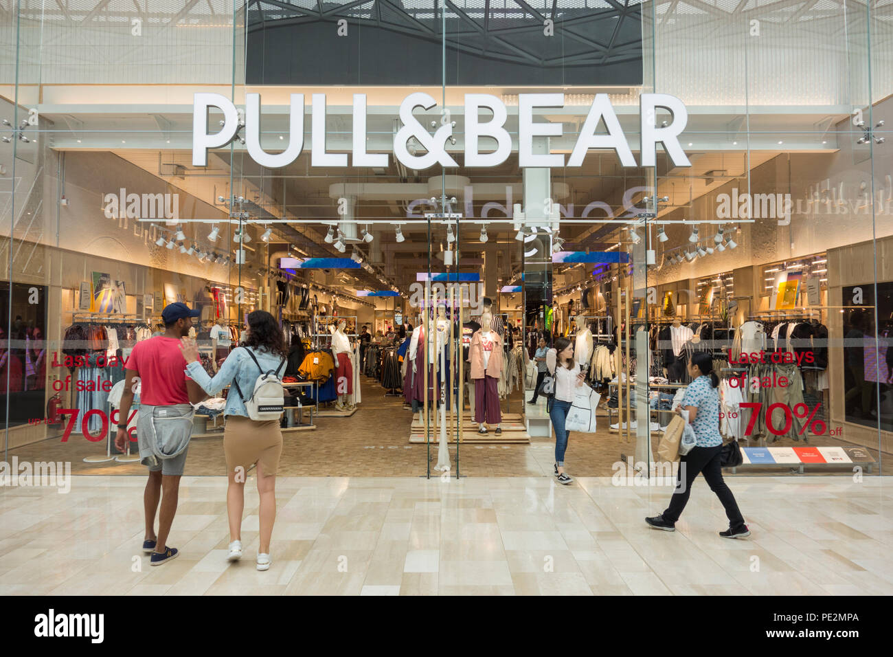 0b29bea12a4 Pull bear Stock Photos   Pull bear Stock Images - Alamy