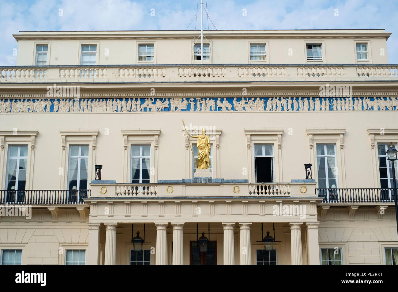 Front view of The Athenaeum Club building , Pall Mall, London with gold statue - Stock Image