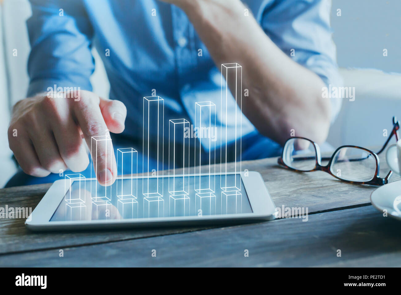 entrepreneur using digital technology for business start-up, 3d column chart - Stock Image