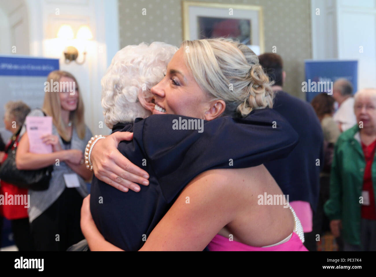 Amanda Wirtz (right), a Navy combat veteran and motivational speaker, embraces Dorothy Wolfe, a veteran of the Marines and the Air Force during the Ohio Women Veterans Conference on Sept. 12, 2015, in Columbus, Ohio. The conference is one of the largest in the nation of its kind and was attended by more than 500 female veterans. (Ohio National Guard photo by Staff Sgt. Kimberly Hill) - Stock Image