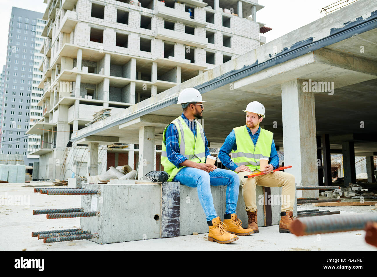 Construction engineers resting and chatting - Stock Image