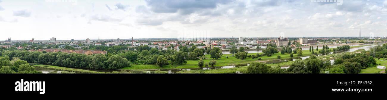 Panorama von Magdeburg, Landeshauptstadt von Sachsen Anhalt in Deutschland - Stock Image