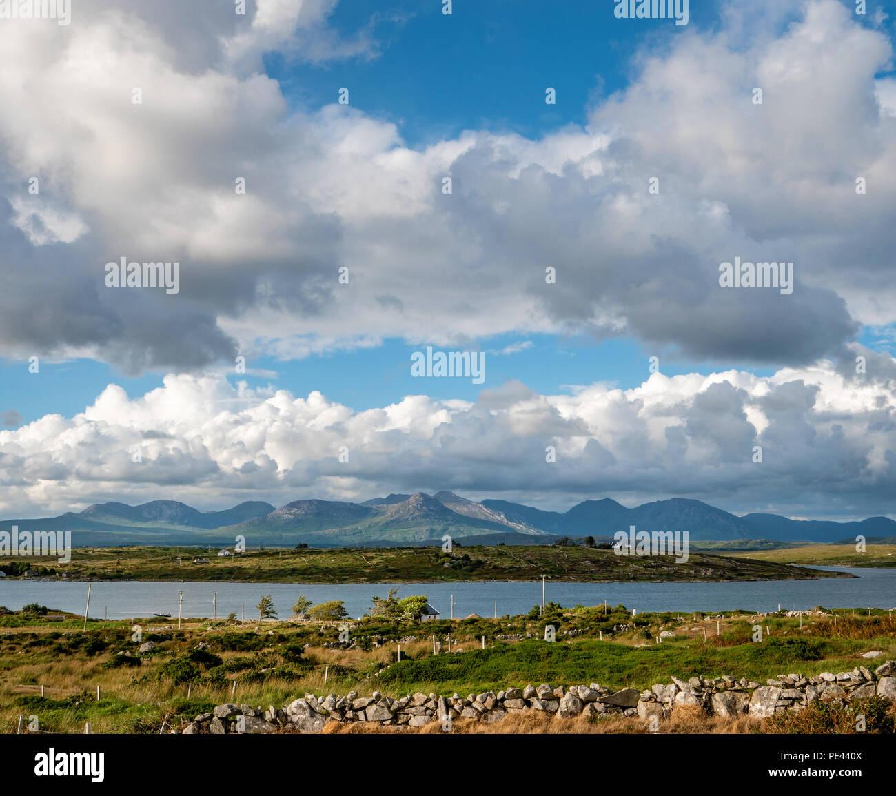 The Twelve Pins mountains from the coast of Inis Ni near Roundstone Connemara Ireland - Stock Image