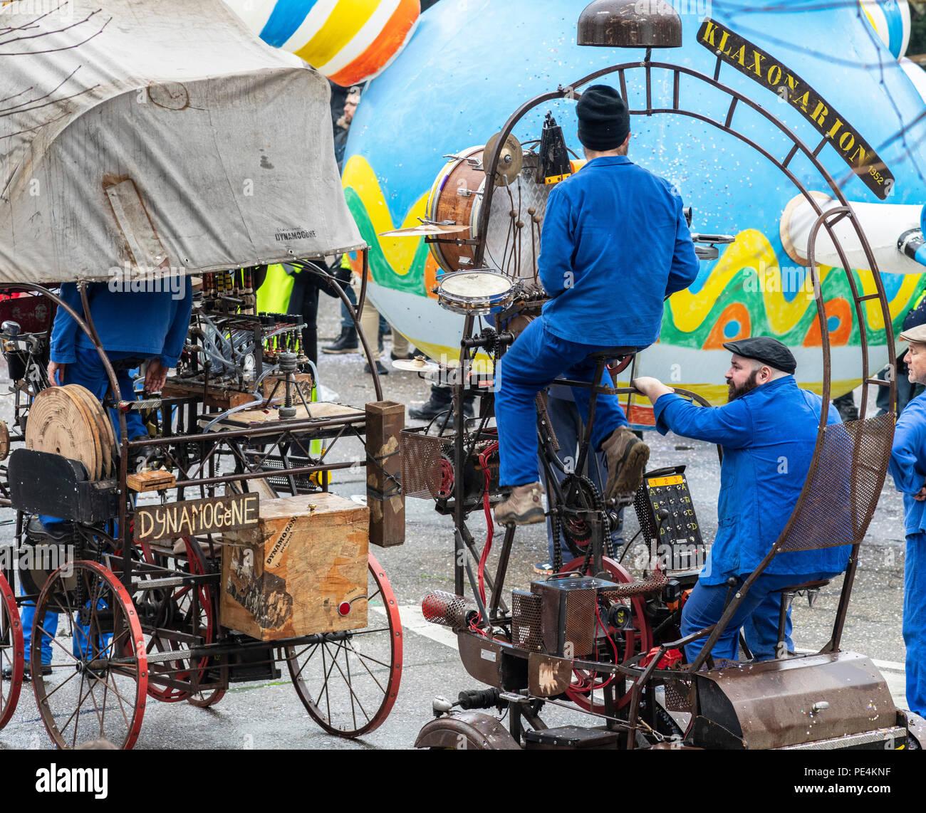 1952 Klaxonarion, mobile dynamogenic musical machine, Strasbourg carnival parade, Alsace, France, Europe, - Stock Image