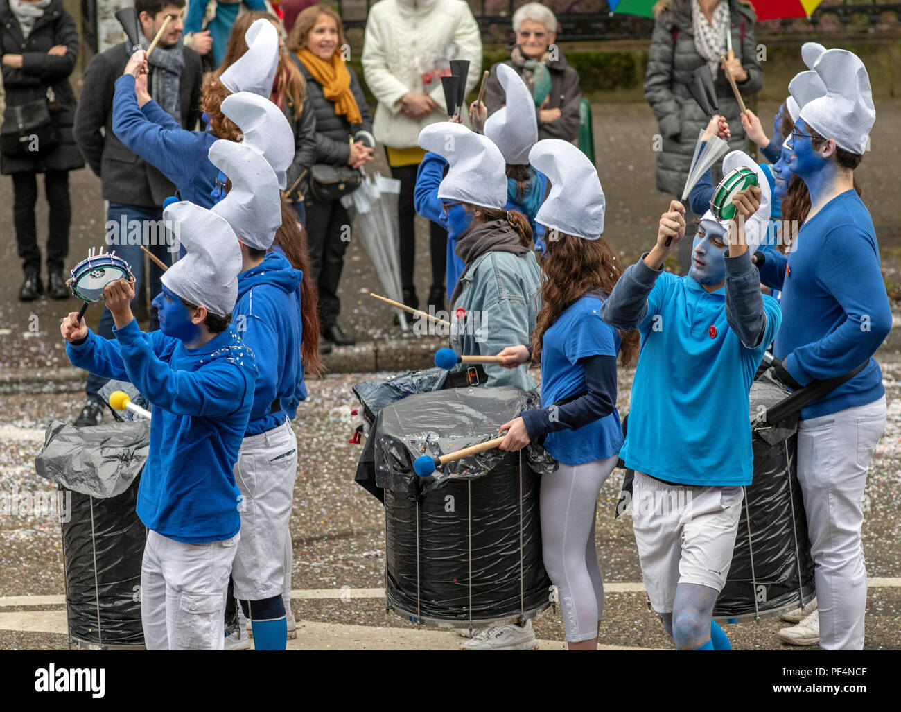 Musicians dressed as Smurfs, marching band, Strasbourg carnival parade, Alsace, France, Europe, - Stock Image