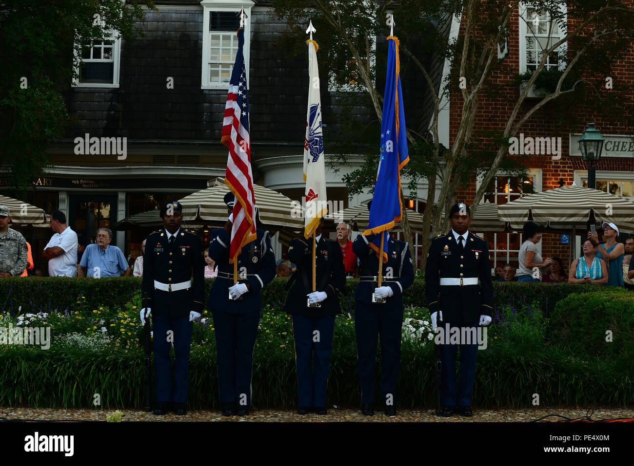 Joint Base Langley-Eustis, Va., Color Guardsmen and women presents the colors at the Constitution Day concert in Williamsburg, Va., Sept. 17, 2015. On Sept. 17, 1787, the United States' Founding Fathers signed the U.S. Constitution, establishing the framework of our government and the freedoms Americans enjoy today. (U.S. Air Force photo by Senior Airman Kimberly Nagle/Released) - Stock Image