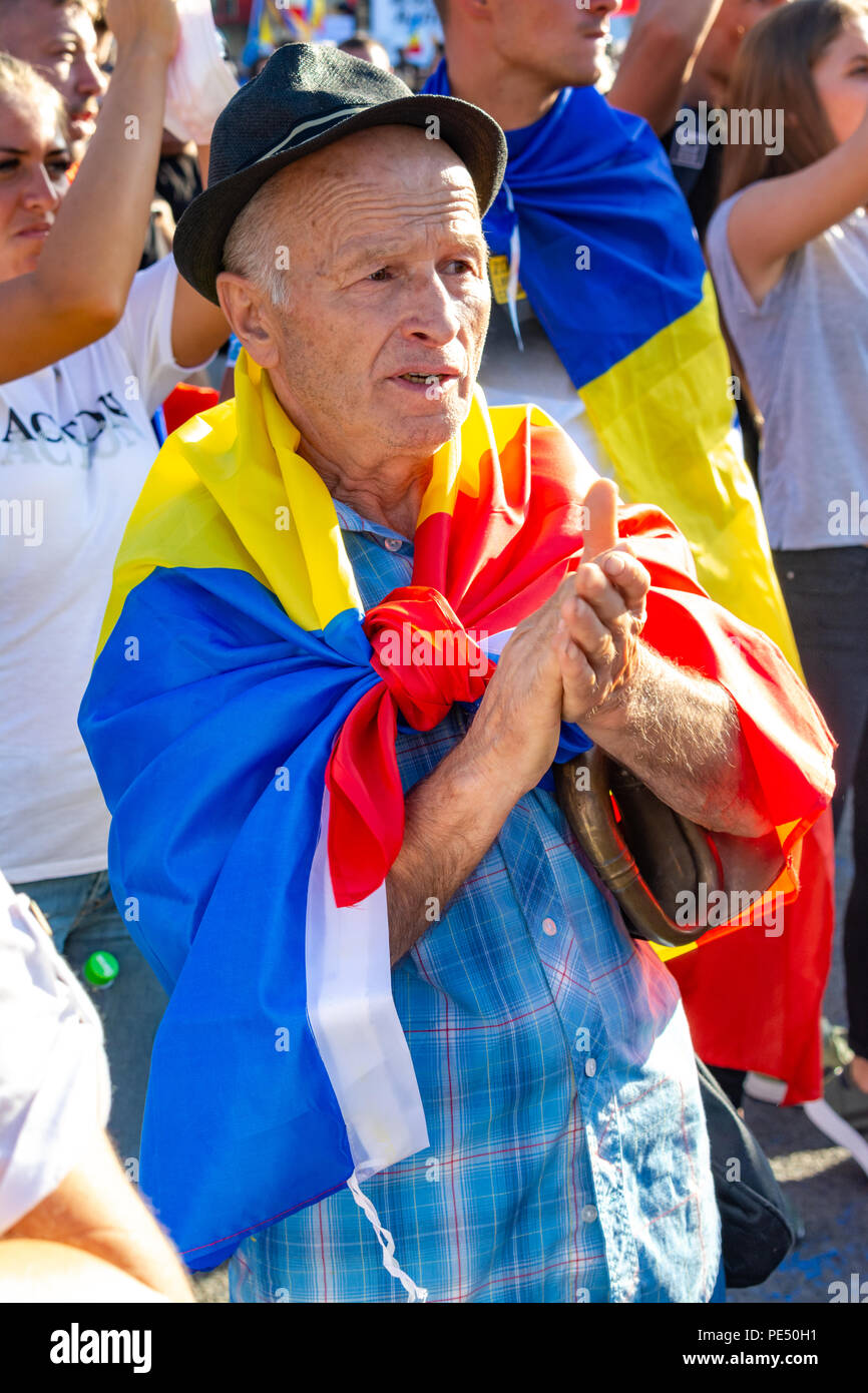 Bucharest, Romania - 10 August 2018: An old man protesting at the Diaspora protest against the way Romania is governed by Social Democrats - Stock Image