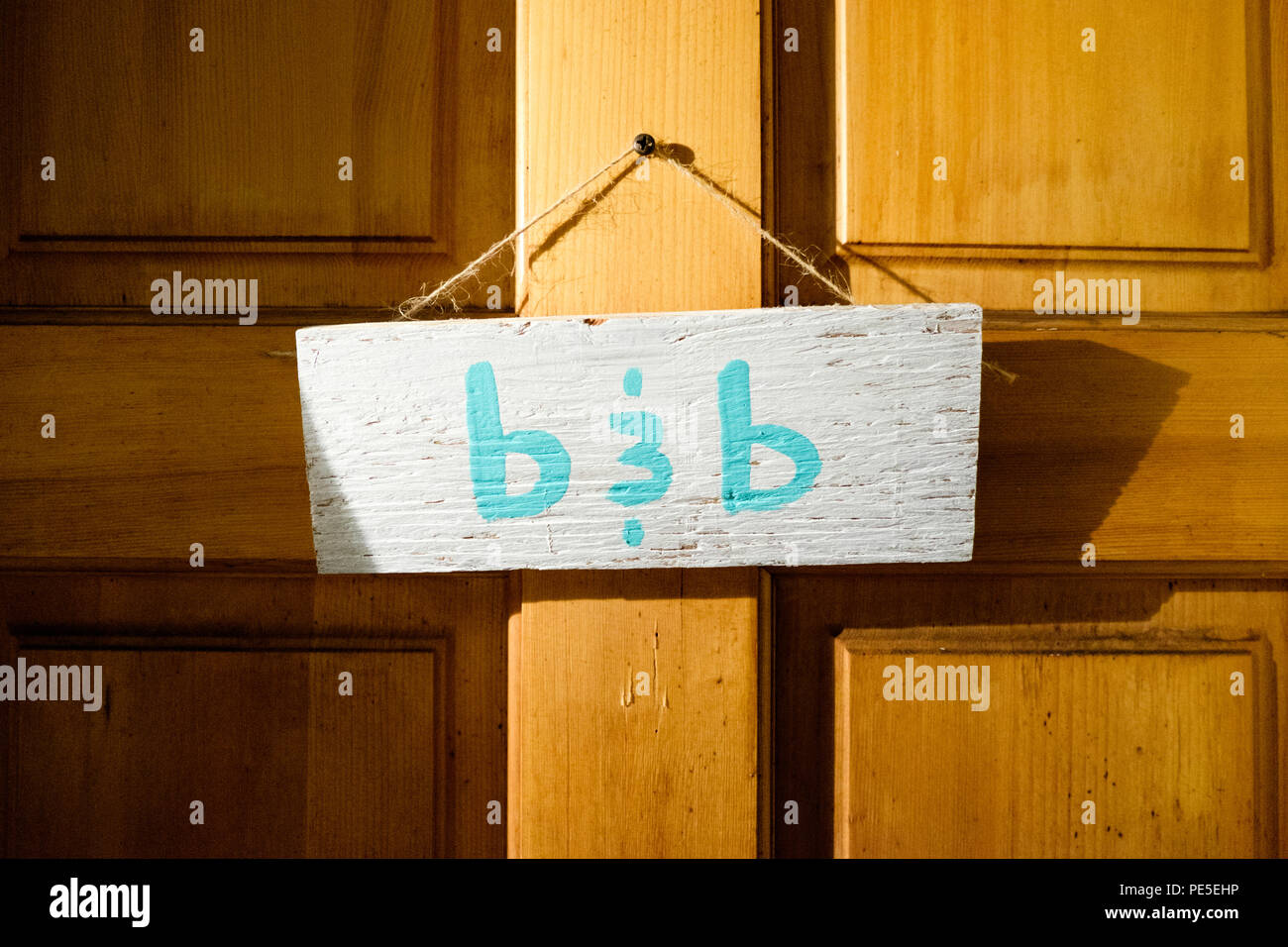 A homemade b&b sign on the door of an airbnb accommodation in Burlington, VT, USA. - Stock Image