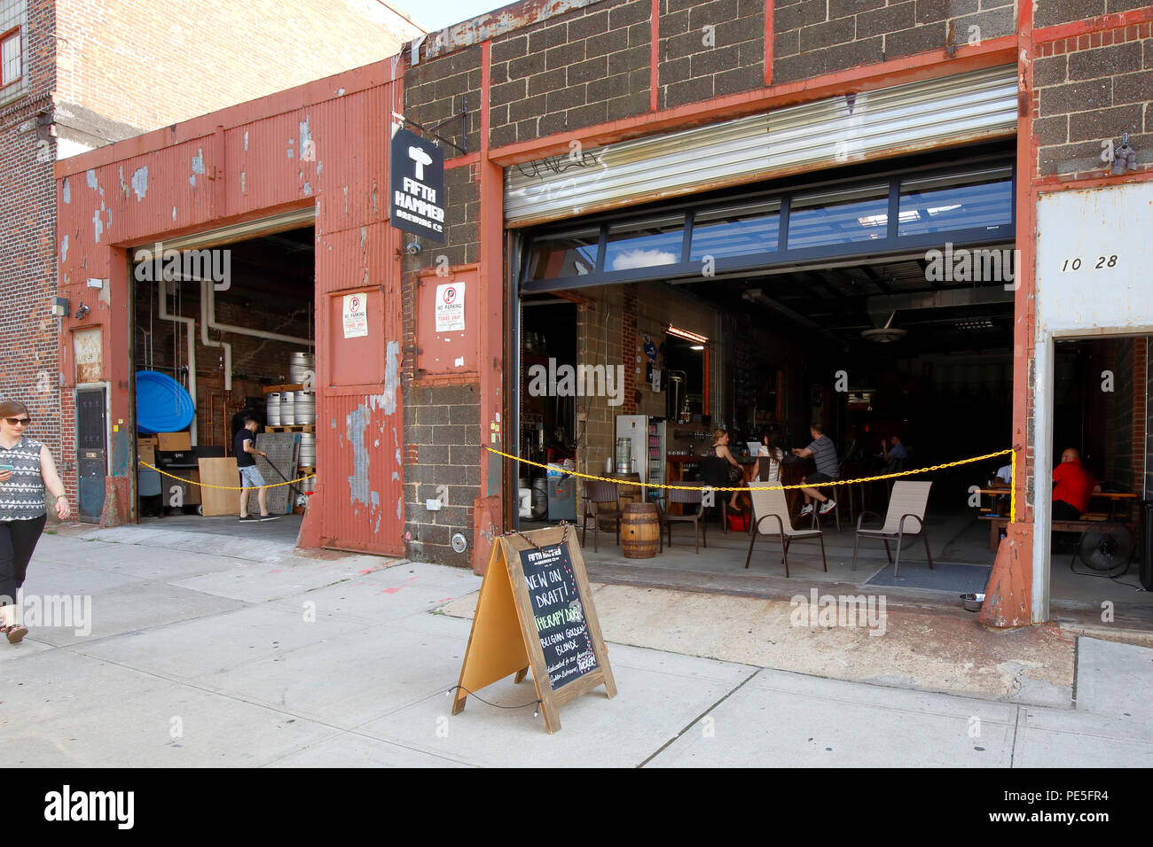 Fifth Hammer Brewing Company, 10-28 46th Ave, Long Island City, NY - Stock Image
