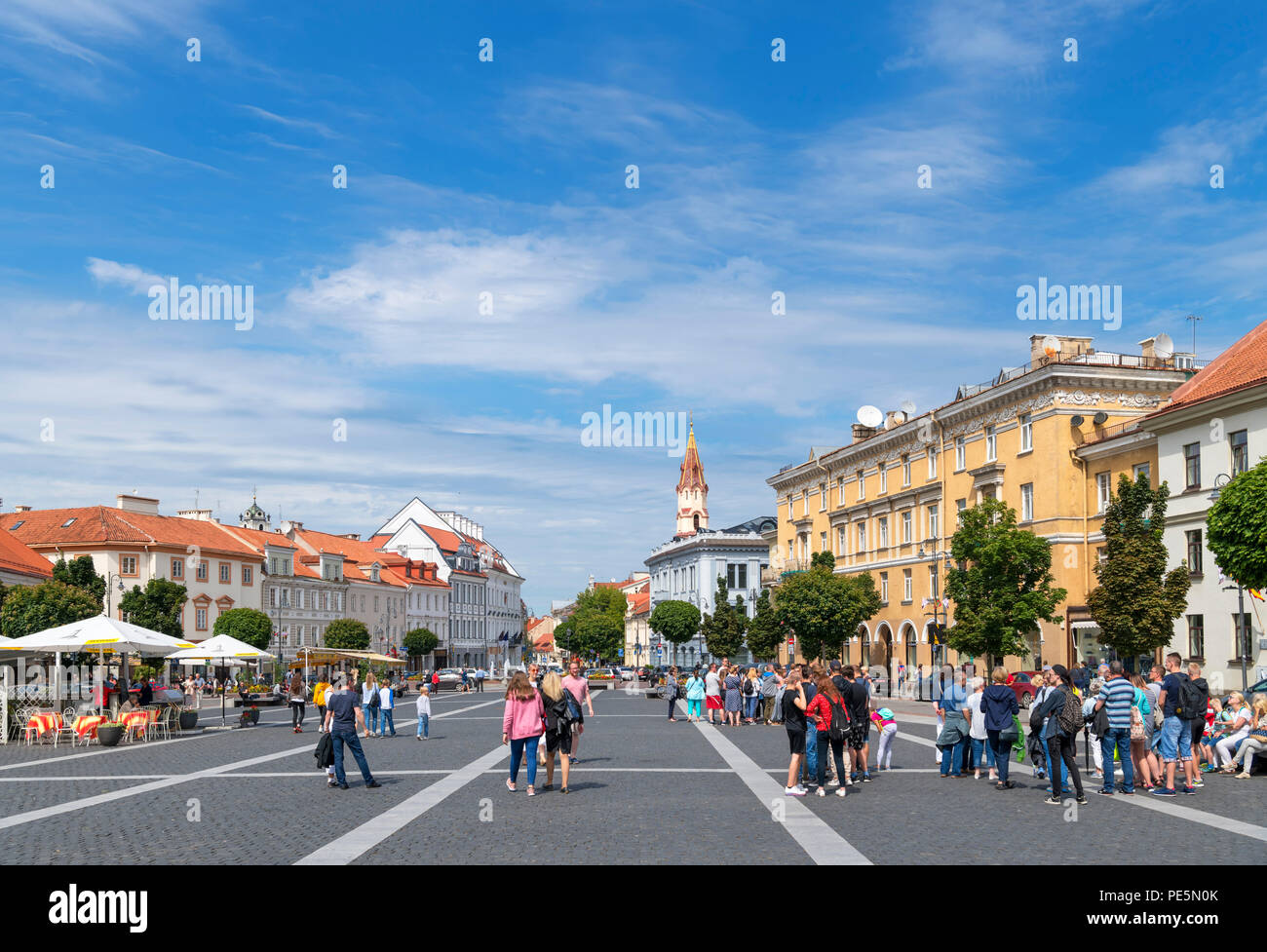 Town Hall Square (Rotušės aikštė) in the Old Town, Vilnius, Lithuania - Stock Image