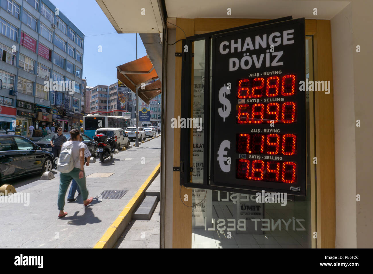Istanbul, Turkey. 13th August, 2018. he Turkish Lira sank to a record low and a bad day for Turkish bazaars while markets rattled Credit: Engin Karaman/Alamy Live News Stock Photo