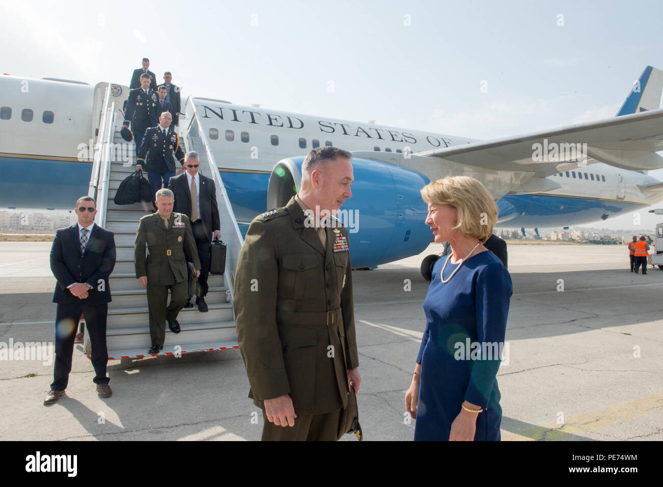 U.S. Ambassador to Jordan, Alice G. Wells, meets with U.S. Marine Gen. Joseph F. Dunford Jr., chairman of the Joint Chiefs of Staff, at the airport in Amman, Jordan, Oct. 19, 2015. (DoD photo by D. Myles Cullen/Released) - Stock Image