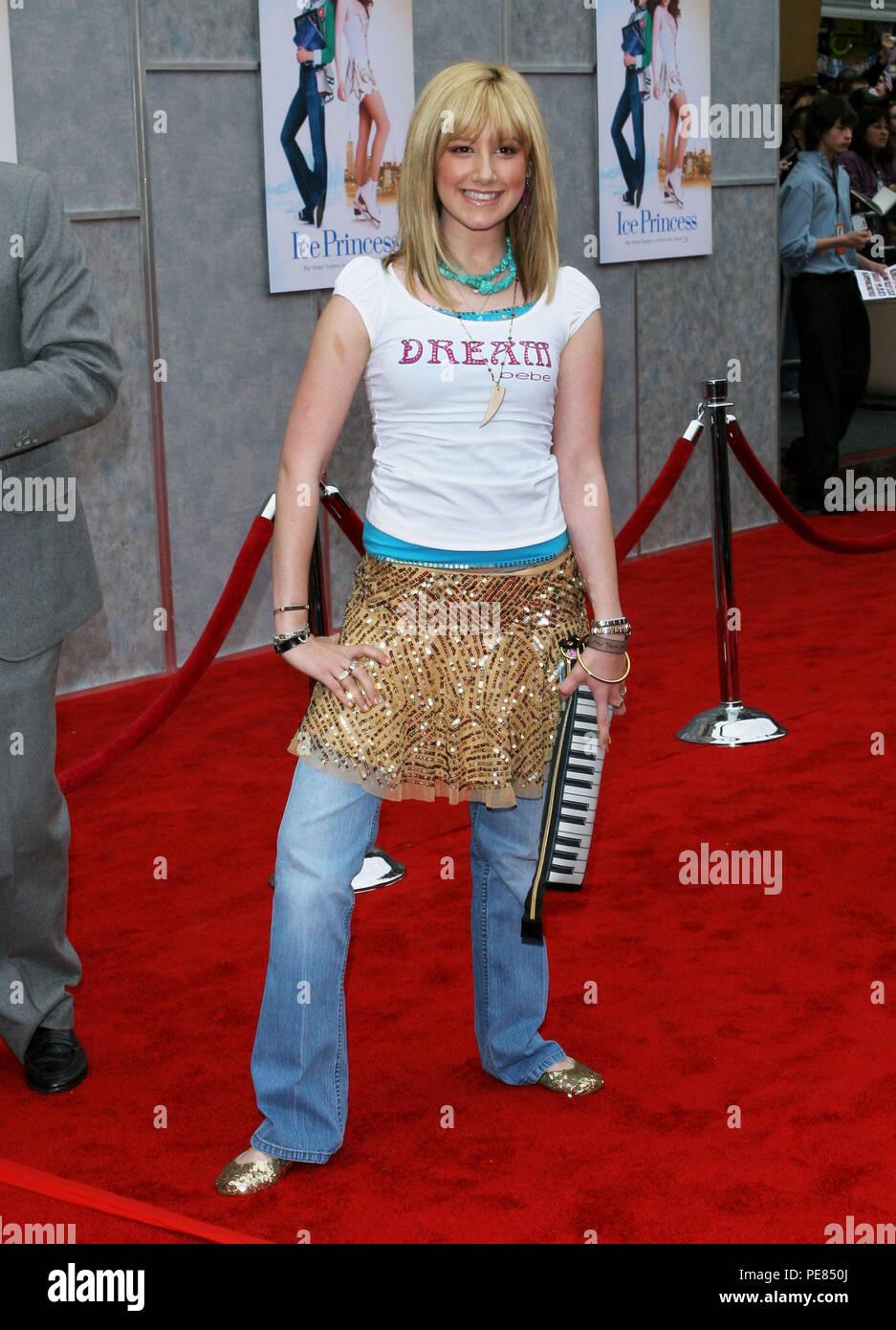 Resultado de imagem para ashley tisdale red carpet