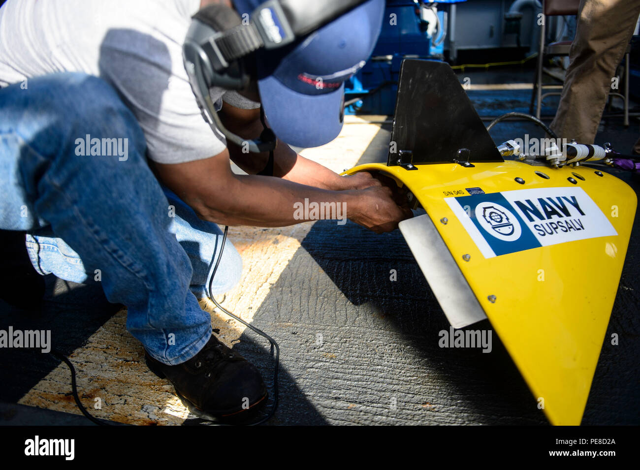 151023-N-RZ218-045   BAHAMAS (Oct. 23, 2015) Olden Glover, a contractor with Phoenix International Incorporated, prepares the tow pinger locater 25 (TPL 25) for the upcoming salvage mission aboard USNS Apache (T-ATF 172). USNS Apache departed Norfolk, Va., Oct. 19, to begin searching for wreckage from the missing U.S. Flagged merchant vessel El Faro. The ship is equipped with several pieces of underwater search equipment, including a voyage data recorder locator, side-scan sonar and an underwater remote operated vehicle. The Navy's mission will be to first locate the ship and, if possible, to  - Stock Image