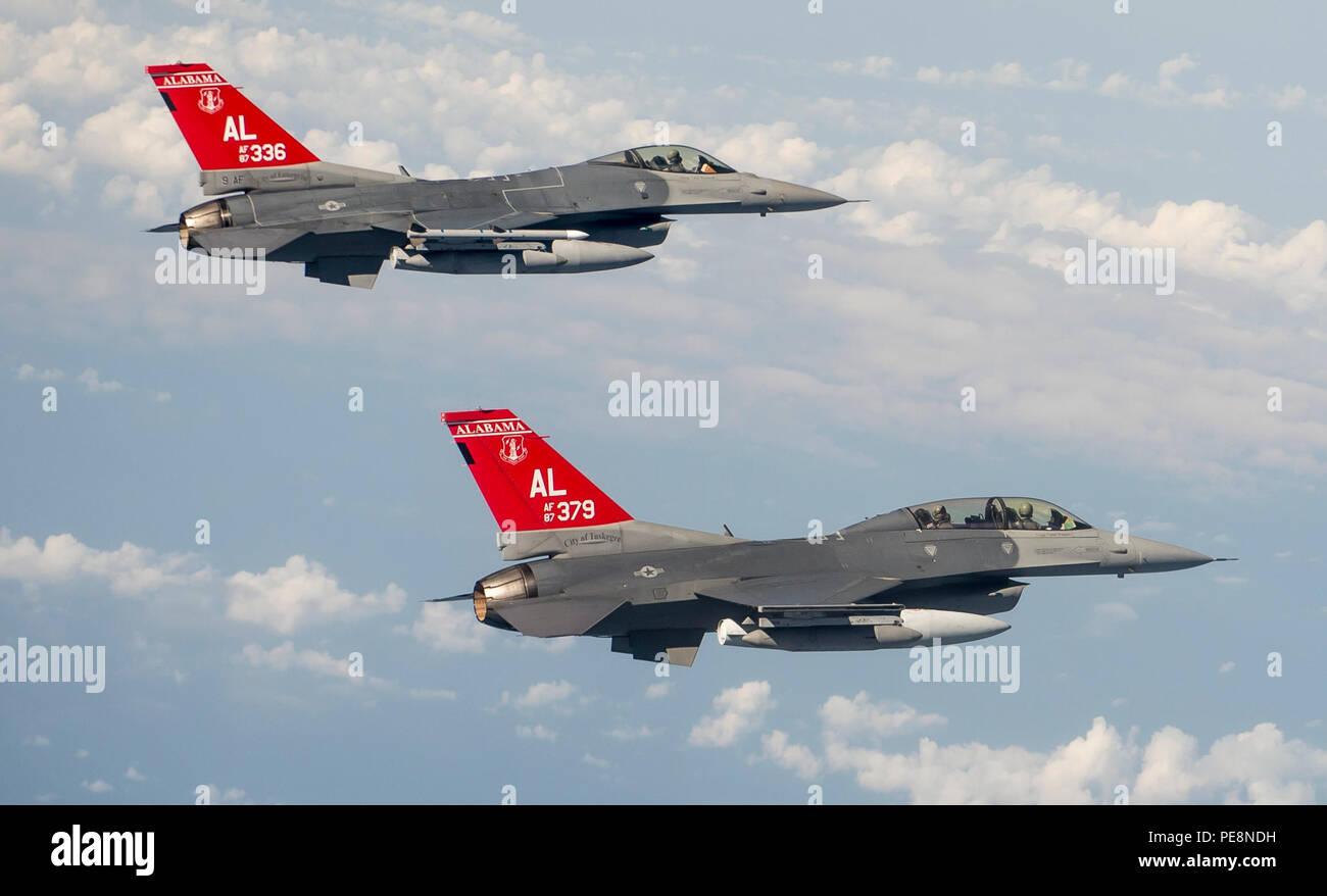 Alabama Air National Guard F-16 Fighting Falcons descend