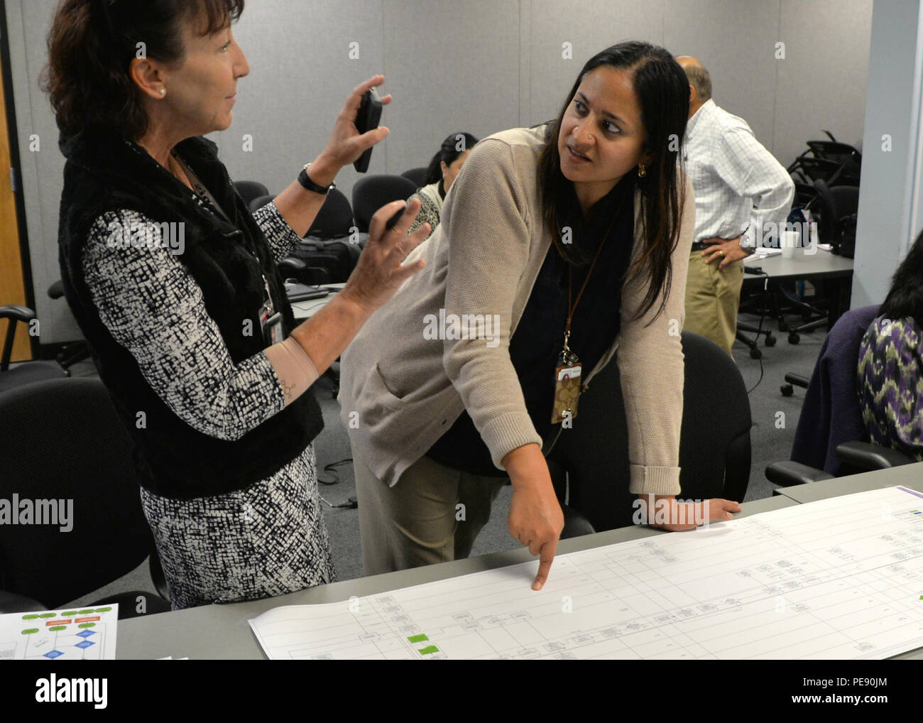 151104 N Un340 015 San Diego Nov 4 2015 Space And Naval Warfare Systems Command Spawar Resource Manager Gretchen Kozub Left And Spawar Cybersafe Program Director Sudha Vyas Review Steps In The Cybersafe Program During