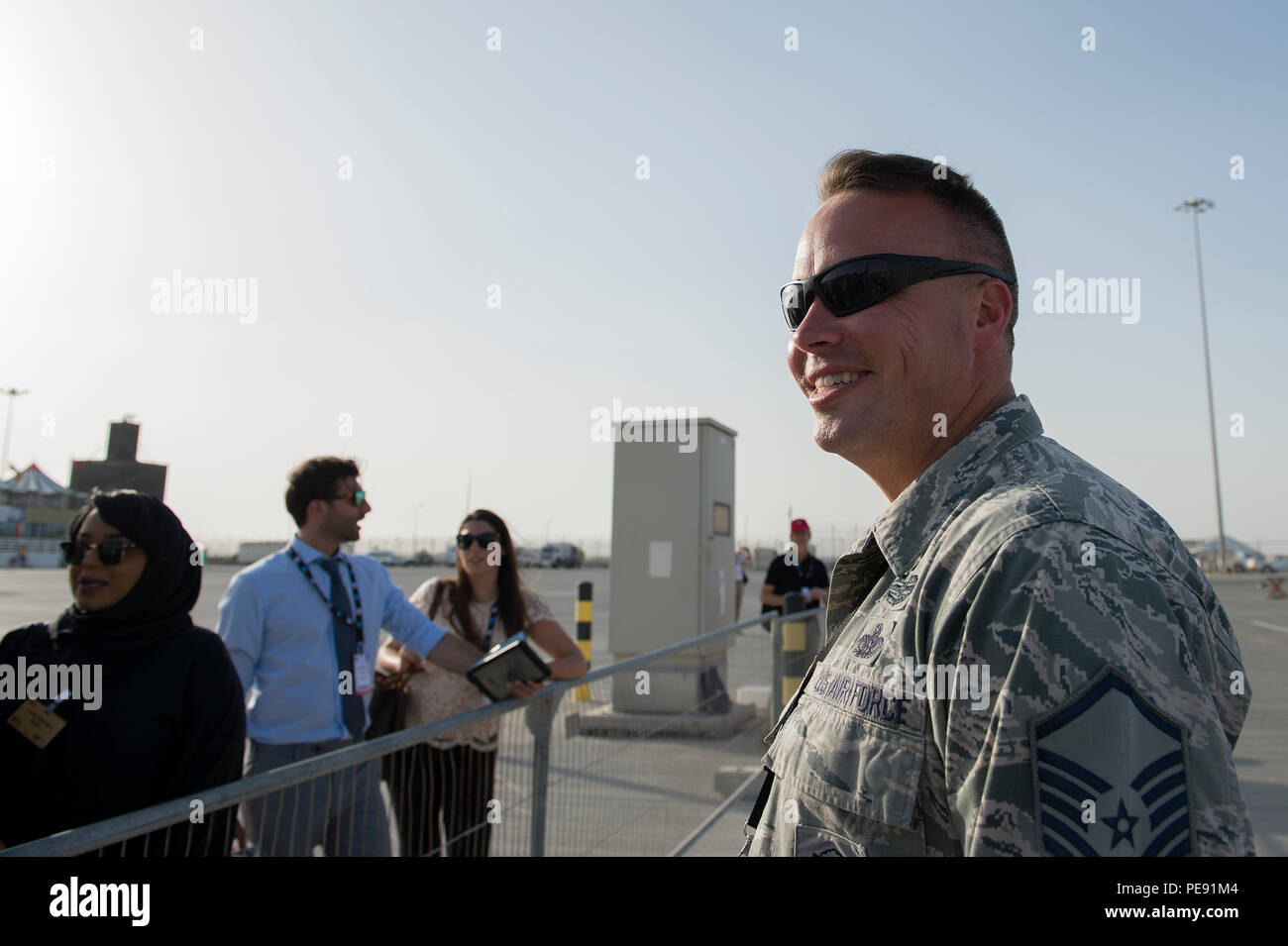 U.S. Air Force Master Sgt. Kevin Martens, U.S. Air Forces Central Command airshow force protection lead, talks to spectators at the 2015 Dubai Air Show on Nov. 10, 2015, United Arab Emirates. The air show is a biennial event and is recognized as the premier aviation and air industry event in the Gulf and Middle East region and is one of the largest airs hows in the world. (U.S. Air Force photo by Tech. Sgt. Nathan Lipscomb) - Stock Image