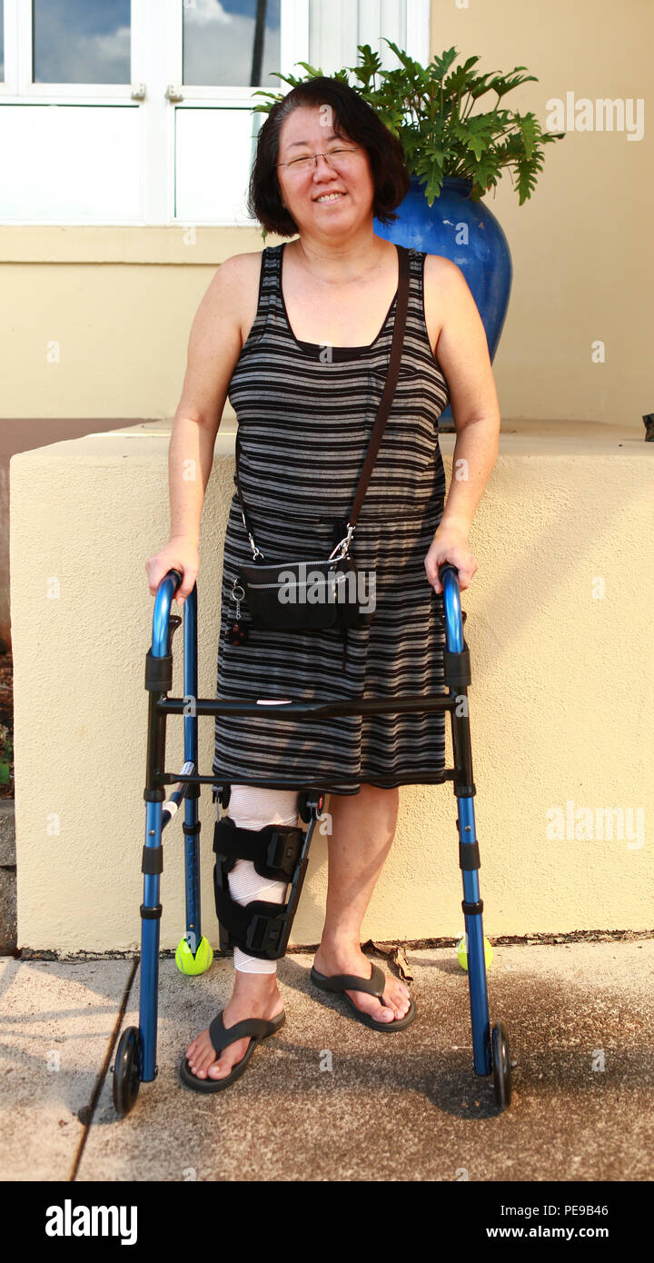"""Robin Lopes, a sixth grade teacher at Mokapu Elementary School, suffered knee lacerations from a motorcycle accident in the school parking lot aboard Marine Corps Base Hawaii Oct. 15, 2015. Lopes was helped out by a corpsman, Petty Officer 1st Class Janelle Mattern, and four Marines who were in the area when the accident occurred. Lopes is expected to be back at school teaching after Thanksgiving. """"I can't wait to get back to work,"""" lopes said. (U.S. Marine Corps photo by Lance Cpl. Zachary Orr) - Stock Image"""