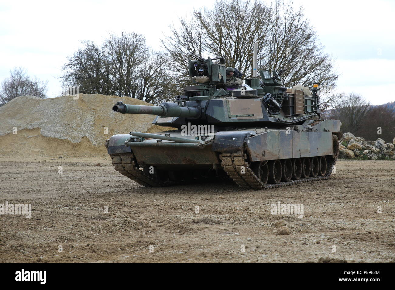 U.S. Soldiers of Bravo Company, 10th Brigade Engineer Battalion, 1st Armored Brigade, 3rd Infantry Division provide security in an M1A2 Abrams tank while conducting breach operations during exercise Combined Resolve V at the U.S. Army's Joint Multinational Readiness Center in Hohenfels, Germany, Nov. 9, 2015. Exercise Combined Resolve V is designed to exercise the U.S. Army's regionally allocated force to the U.S. European Command area of responsibility with multinational training at all echelons. Approximately 4,600 participants from 13 NATO and European partner nations will participate. The  - Stock Image