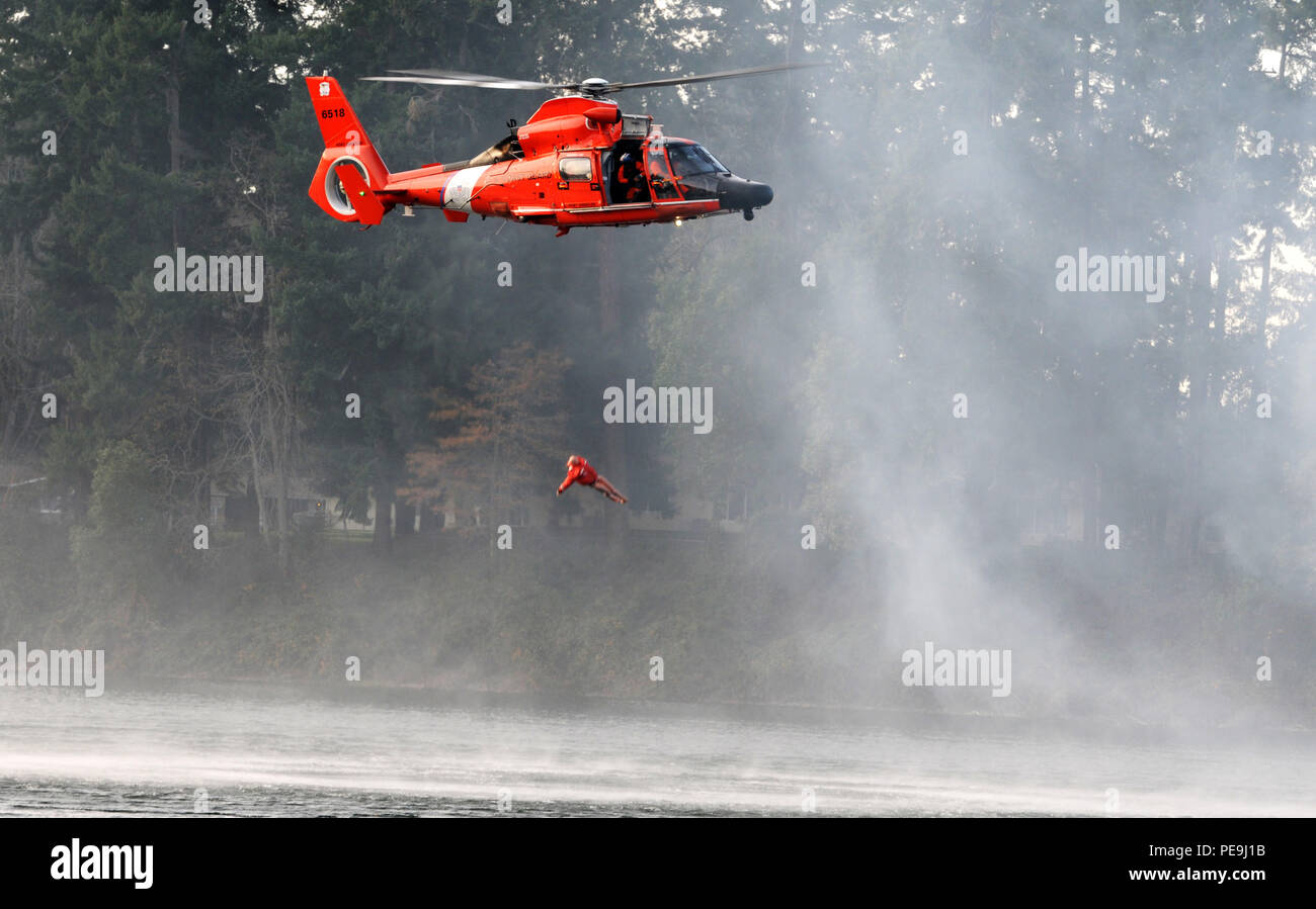 U.S. Coast Guardsmen drop a simulated patient during extraction training as part of the Disaster Management Exchange event on Joint Base Lewis-McChord, Wash., Nov. 20, 2015. The DME is yearly exercise that brings countries in the Indo-Pacific together to prepare to provide assistance to countries affected by natural disasters. (Photo by Sgt. 1st. Class Andrew Porch, 28th Public Affairs Detachment) - Stock Image