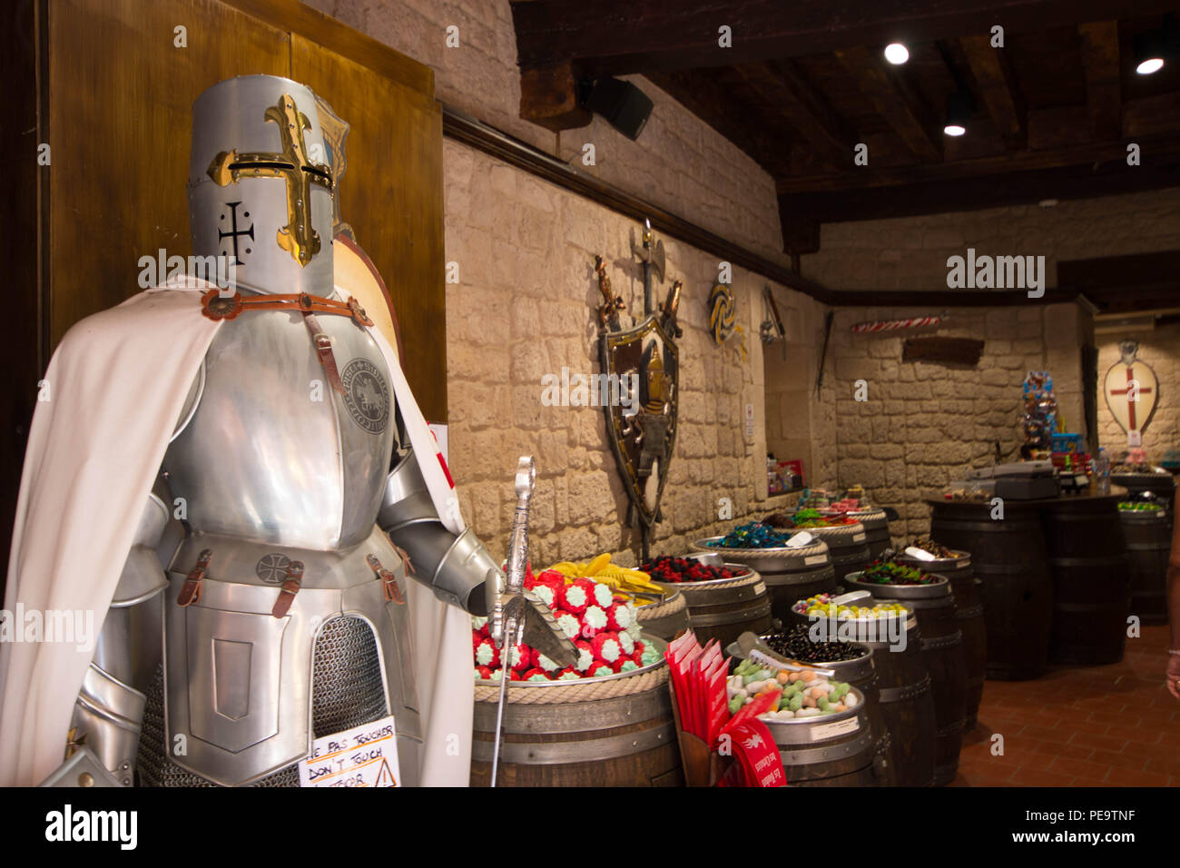 Candy shop in Carcassonne with medieval ambientance and knight in the entrance. - Stock Image