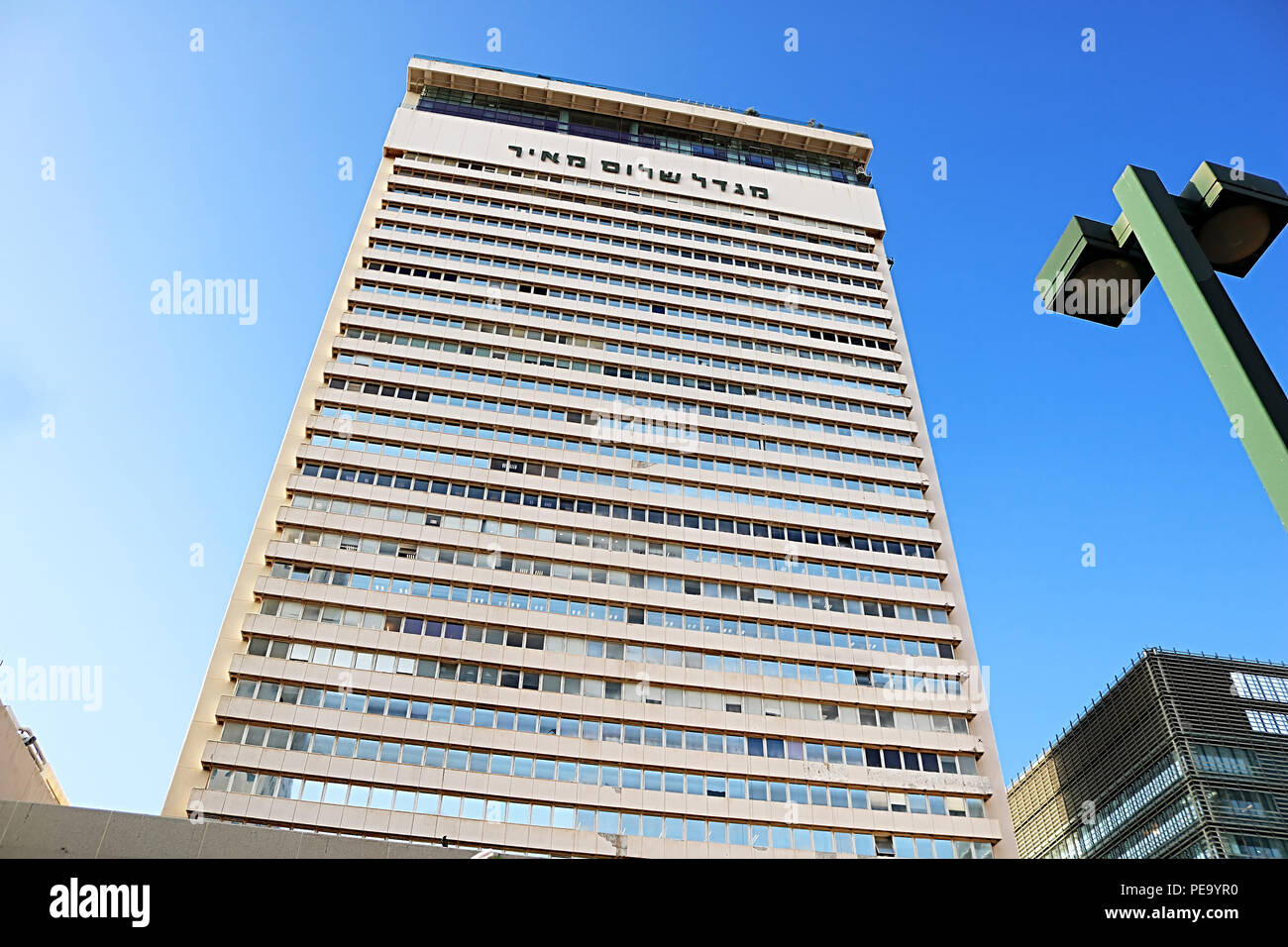 TEL AVIV, ISRAEL - SEPTEMBER 17, 2017: The front of the Shalom Meir Tower (Kolbo Shalom). Shalom Meir Tower was the first skyscraper in the city - Stock Image