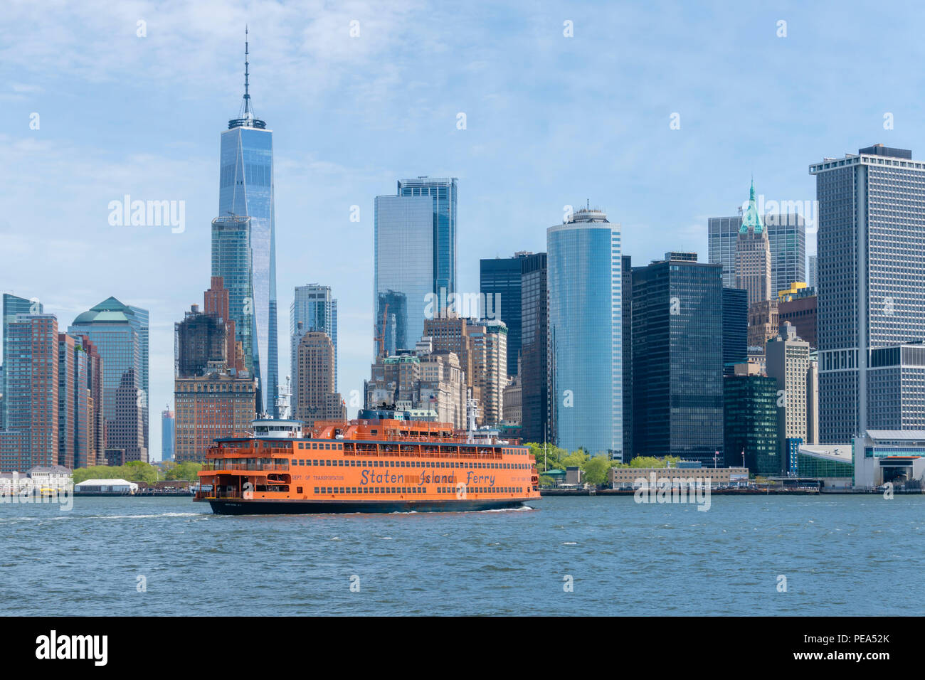 Staten Island Ferry sailing towards Lower Manhattan in New York City Stock Photo
