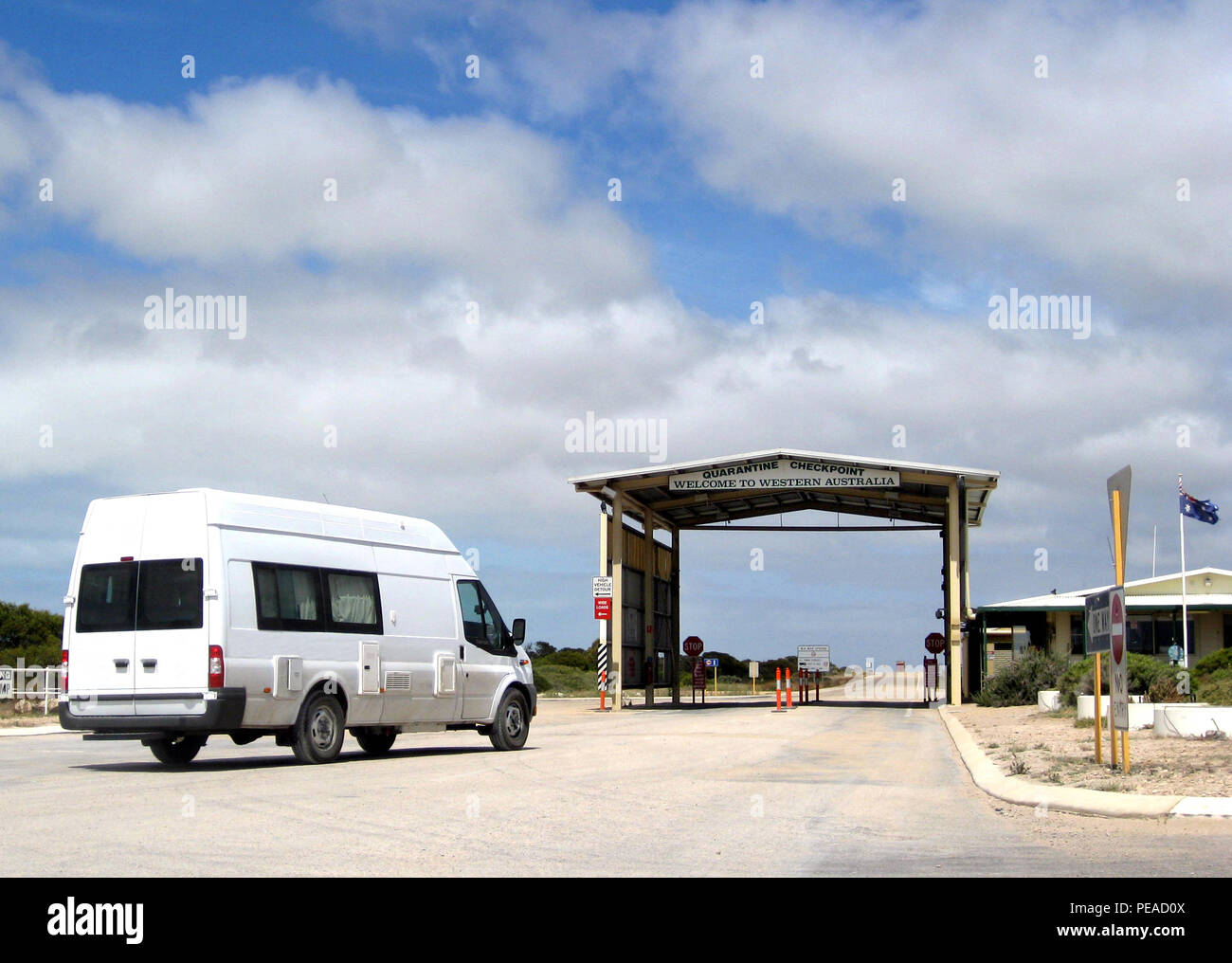 Camper at the Quarantine checkpoint between Western Australia and South Australia Stock Photo