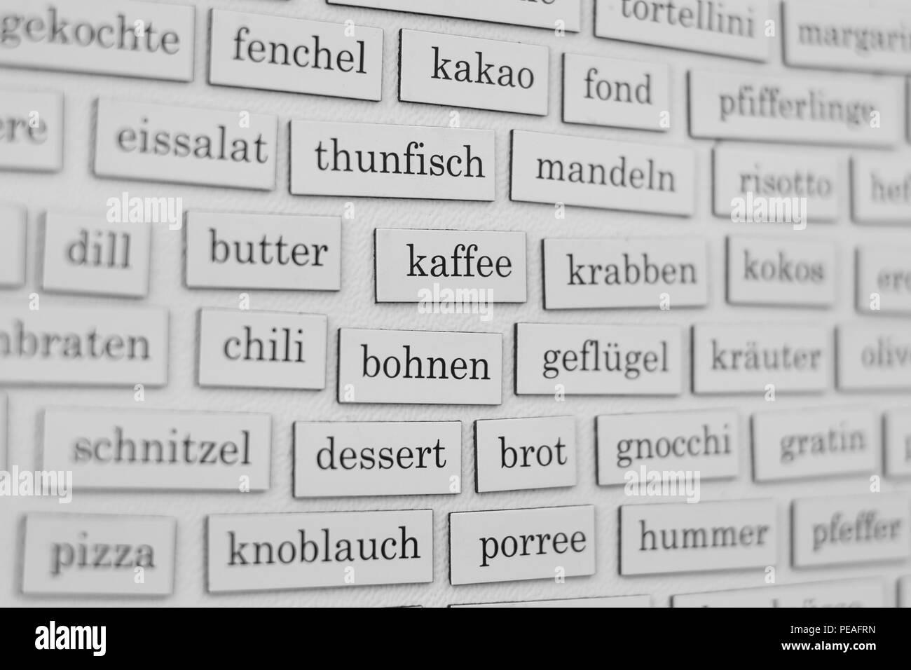 essen und kochen konzept - wörter an kühlschrank - Stock Image