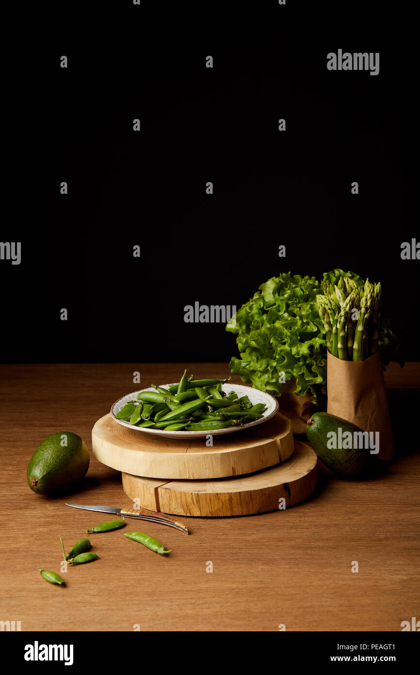 ripe green vegetables on wooden tabletop - Stock Image