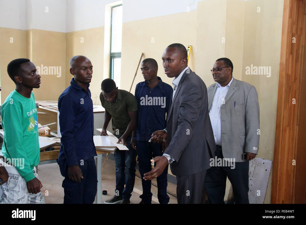 Musanze, Rwanda. 13th Aug, 2018. Emile Abayisenga (2nd R), principal of Integrated Polytechnic Regional College Musanze and chairman of Musanze district council, instructs students at a workshop in the college in Musanze district, northern Rwanda, on Aug. 8, 2018. As the largest polytechnic in northern Rwanda, the college, constructed by Chinese enterprise China Geo-Engineering Corporation using funds from the Chinese government, is playing an important role in training technical persons in Rwanda. Credit: Lyu Tianran/Xinhua/Alamy Live News Stock Photo