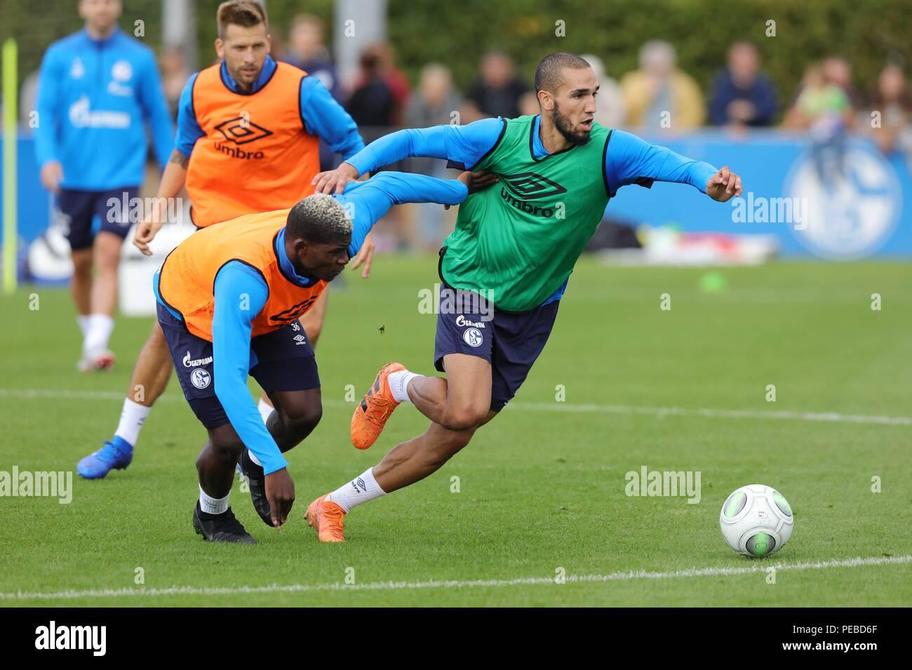 firo: 14.08.2018, football, 1.Bundesliga, season 2018/2019, FC Schalke 04, training, EMBOLO versus BENTALEB, right   usage worldwide - Stock Image