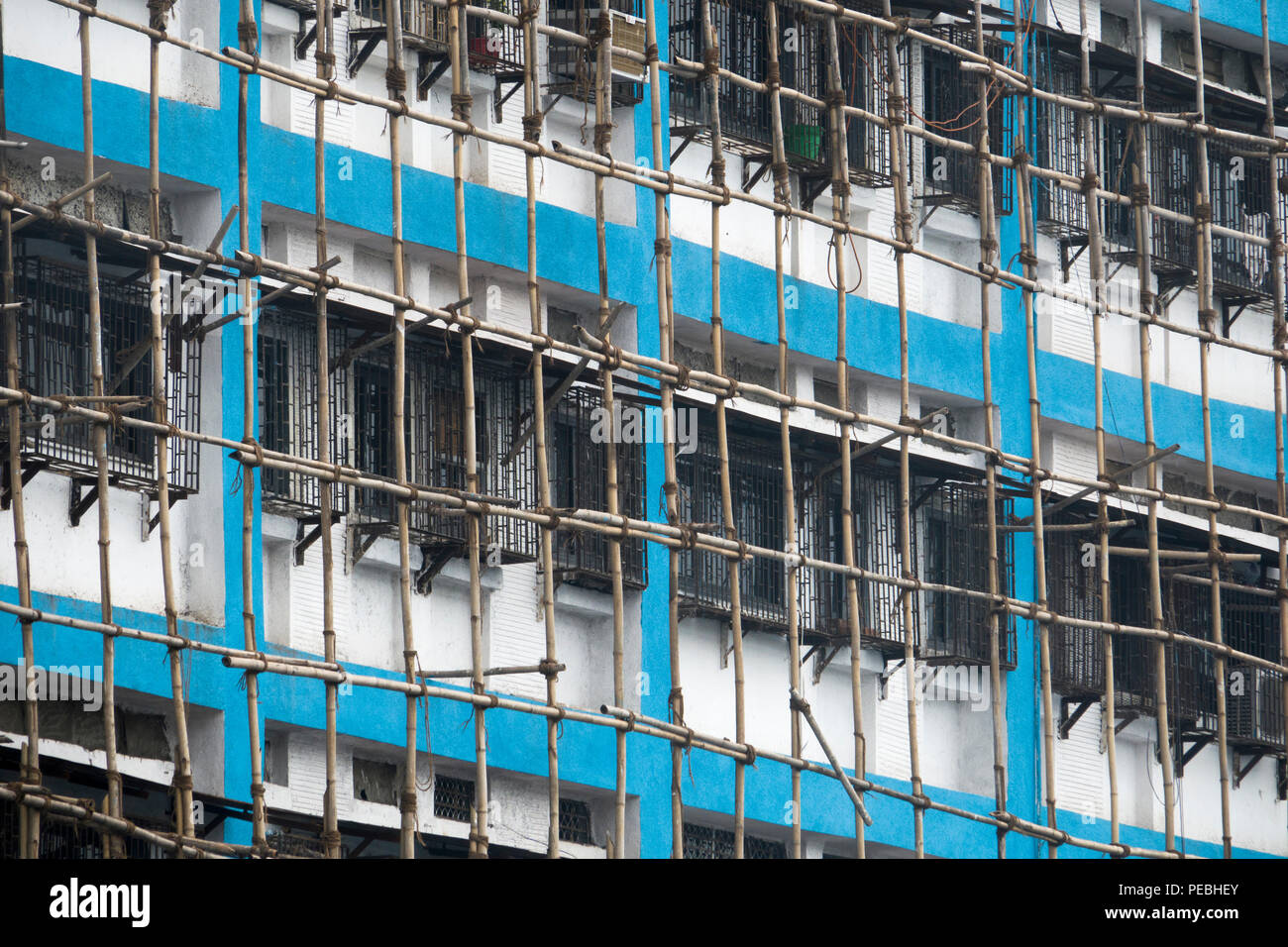 Bamboo scaffolding on exterior of old building in Mumbai, India - Stock Image