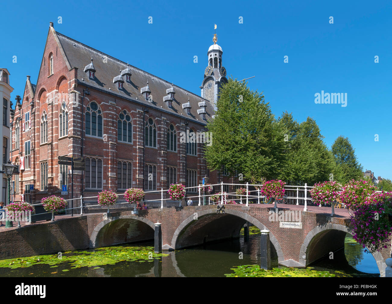 The Academy Building of Leiden University by Nonnenbrug on the Rapenburg Canal, Leiden, Zuid-Holland (South Holland), Netherlands - Stock Image