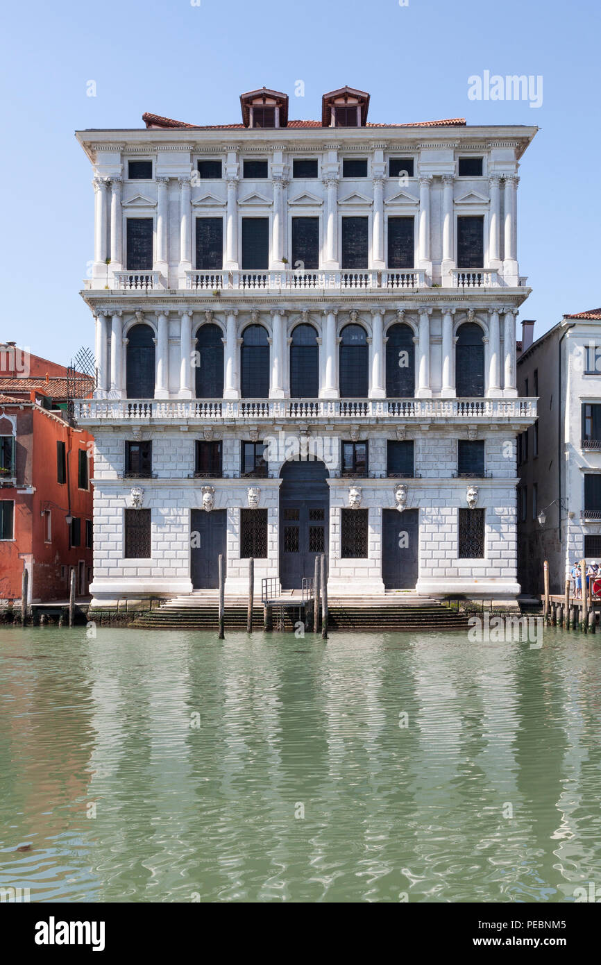 Ca' Corner della Regina, Santa Croce, Grand Canal, Venice, Veneto, Italy, the birthplace in 1454 of Caterina Carnaro, Queen of Cypress. 17thC Baroque  - Stock Image