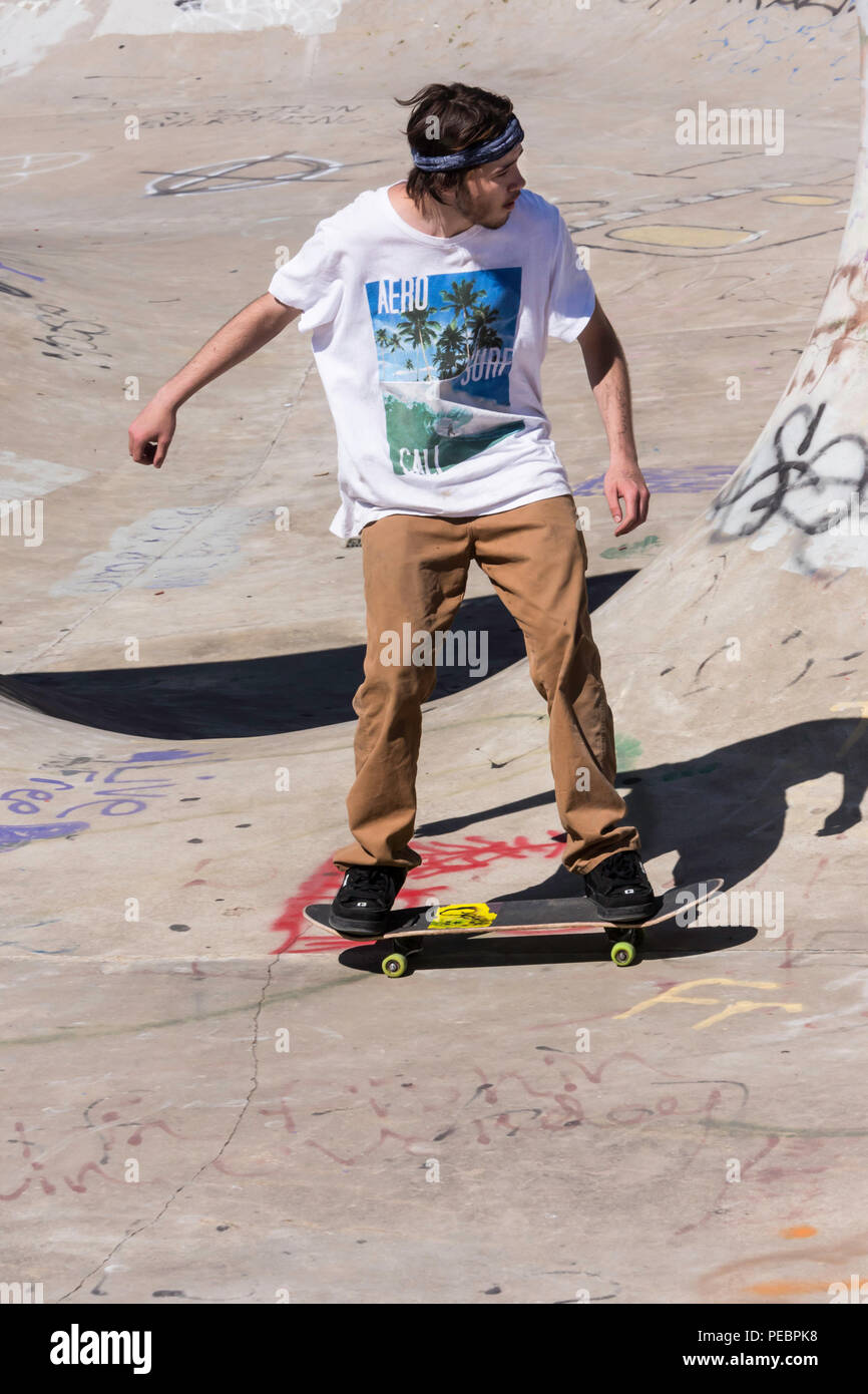 Young Man Skateboarding at the Riverside River Yard Skateboard Bowl, Great Fall, Montana, USA - Stock Image