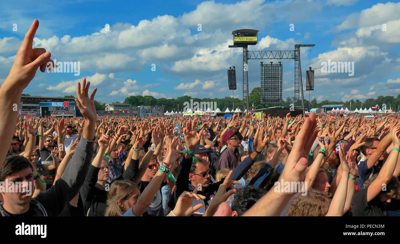 Zuschauer, Lollapalooza, Festival, Hoppegarten, Brandenburg, Deutschland - Stock Image