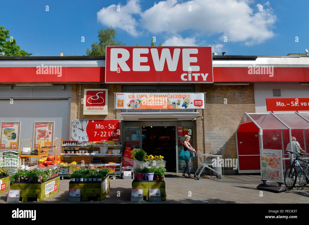 Rewe Markt, Bayernring, Tempelhof, Berlin, Deutschland Stock Photo