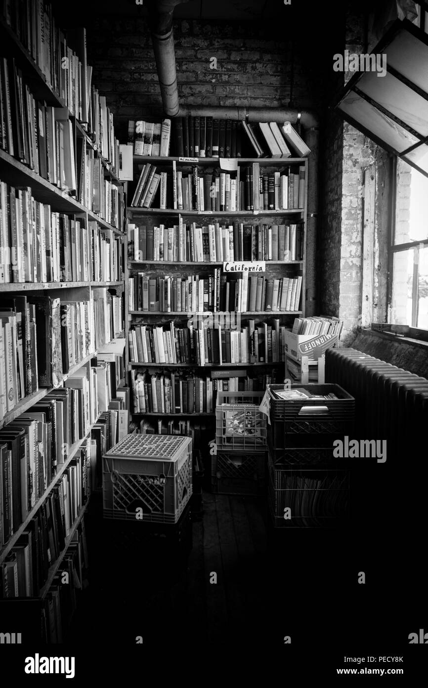 A black and white images of one of the endless rows of bookshelves at  John K. King Used & Rare Books in Detroit, Michigan, USA - Stock Image