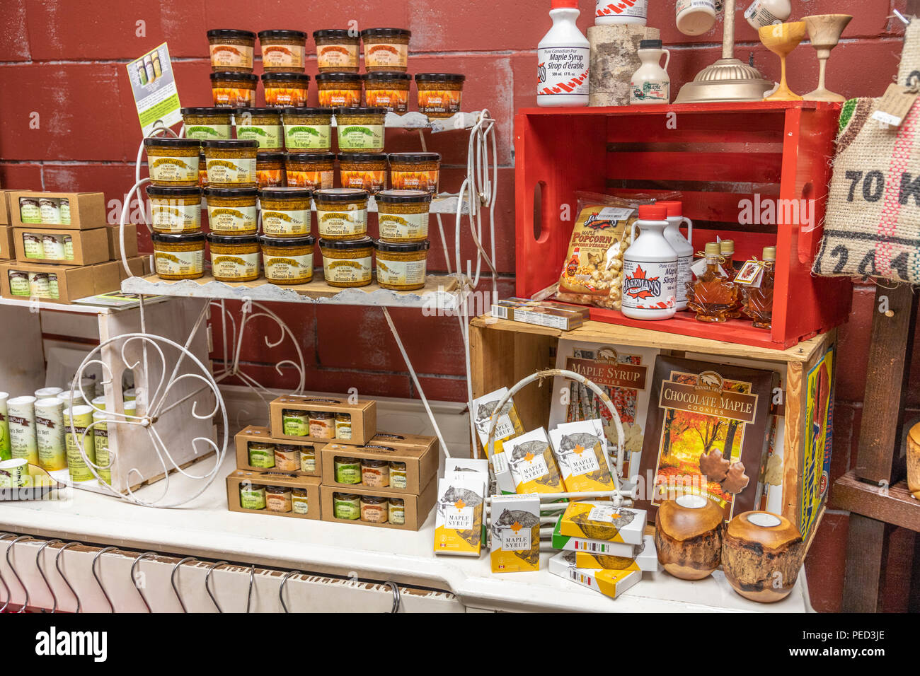 Display of mustard and maple syrup in the Artisans Attic and Fudgery Gift Shoppe in the town of Hope, British Columbia, Canada - Stock Image