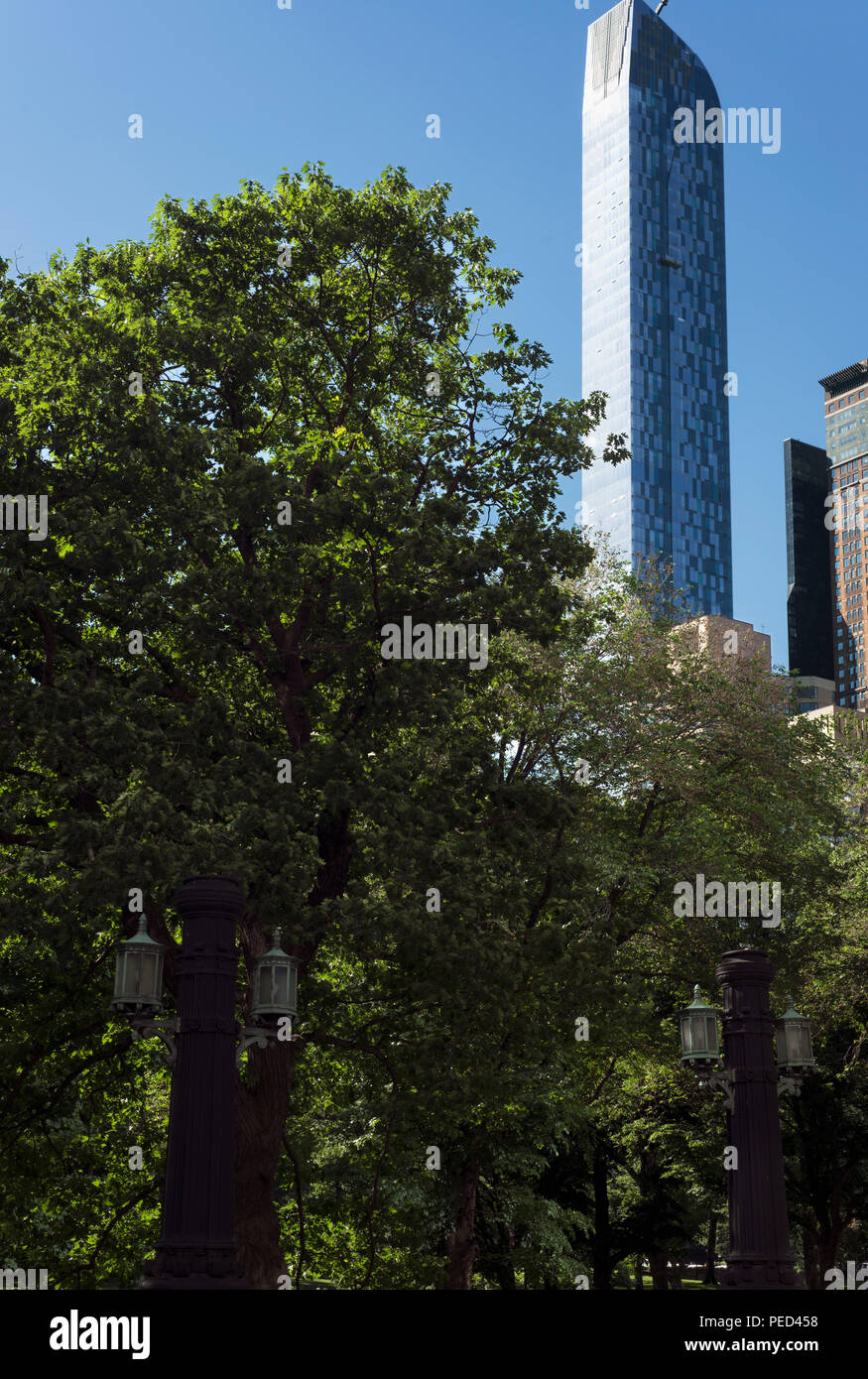 The One57 building towering over Central Park, New York - Stock Image